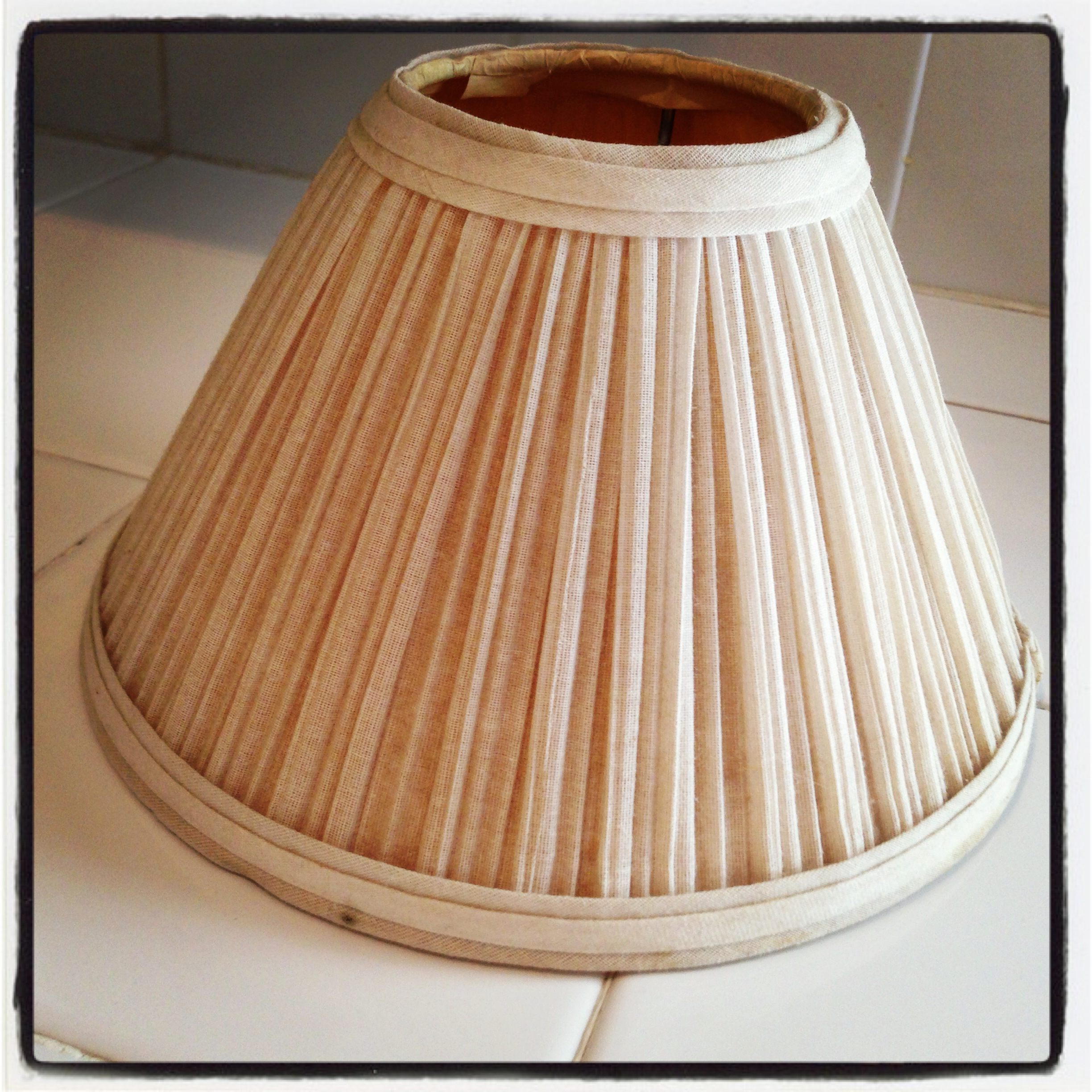 Rv remodel a lampshade redo adventures in a hallway for Redoing lamp shades