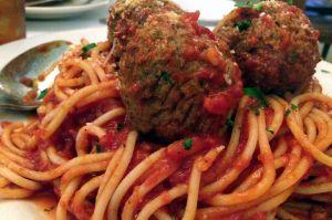 MammaLuciaSpaghettiAndMeatballs